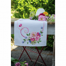 Table Runner: Classic Flowers Bouquet