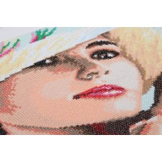 Diamond Painting Kit: Lady with Hat